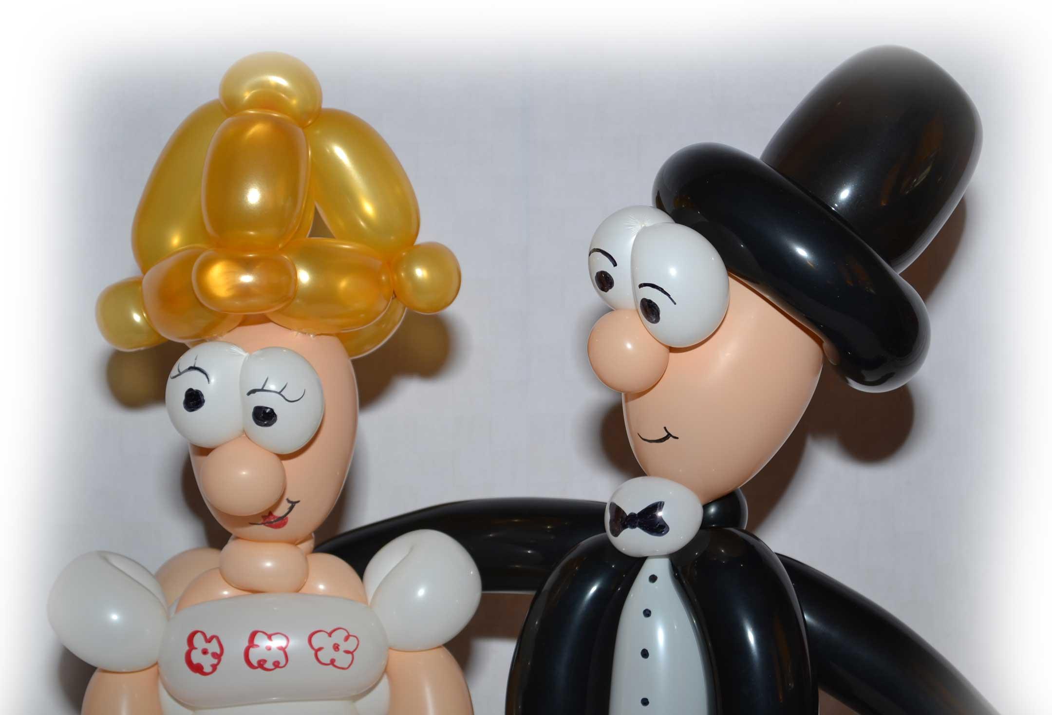 Ein Brautpaar aus Luftballons, von unserer Ballonkünstlerin erschaffen