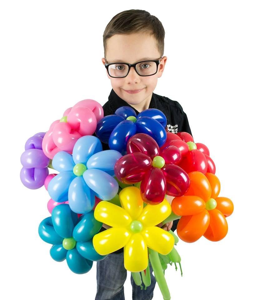 Gestatten, ich bin ein Pinguin aus Luftballons. Von einem Ballonkünstler geschaffen.